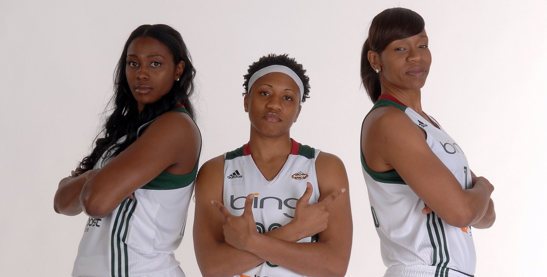 Camille Little, Tanisha Wright and Tina Thompson (Photo by Terrence Vaccaro/NBAE via Getty Images)