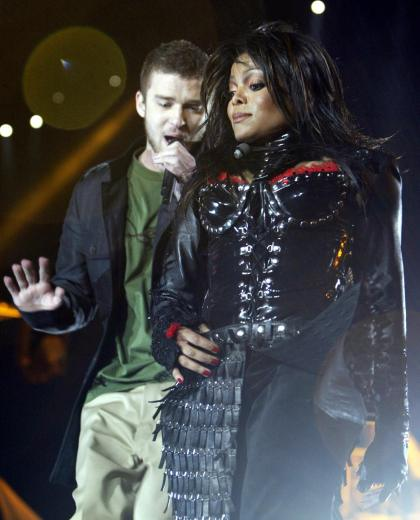 HOUSTON, UNITED STATES: US singers Janet Jackson (R) and Justin Timberlake (L) perform during the half-time show of Super Bowl XXXVIII at Reliant Stadium 01 February 2004 in Houston, TX. AFP PHOTO/Jeff HAYNES (Photo credit should read JEFF HAYNES/AFP/Getty Images)