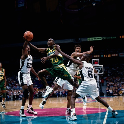 SAN ANTONIO - NOVEMBER 25: Gary Payton #20 of the Seattle Sonics drives to the basket against the San Antonio Spurs during an NBA game on November 25, 1994 at the Alamo dome in San Antonio, Texas. NOTE TO USER: User expressly acknowledges and agrees that, by downloading and/or using this Photograph, user is consenting to the terms and conditions of the Getty Images License Agreement. Mandatory Copyright Notice: Copyright 1994 NBAE (Photo by Andy Hayt/NBAE via Getty Images)