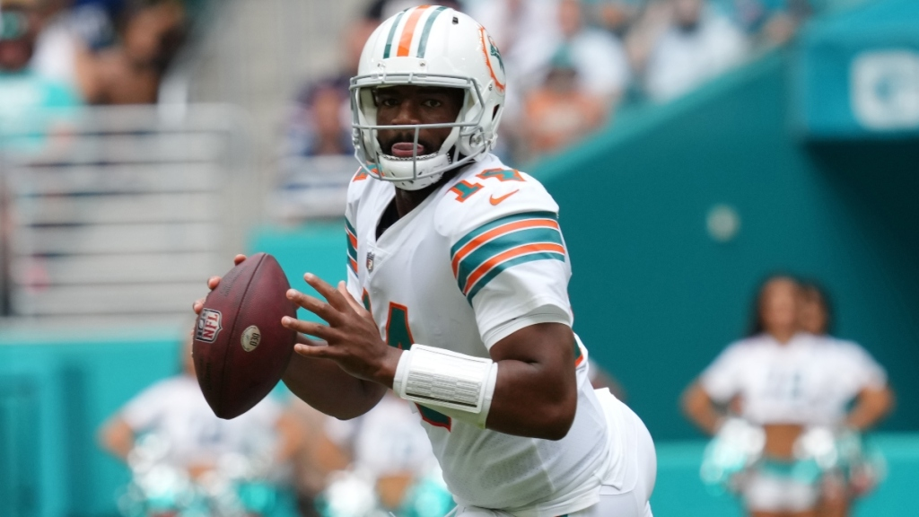 Dolphins-Buccaneers Preview: 'Tall Order For Dolphins To ... Around' Against Buccaneers, Says NFL On CBS's Trent Green