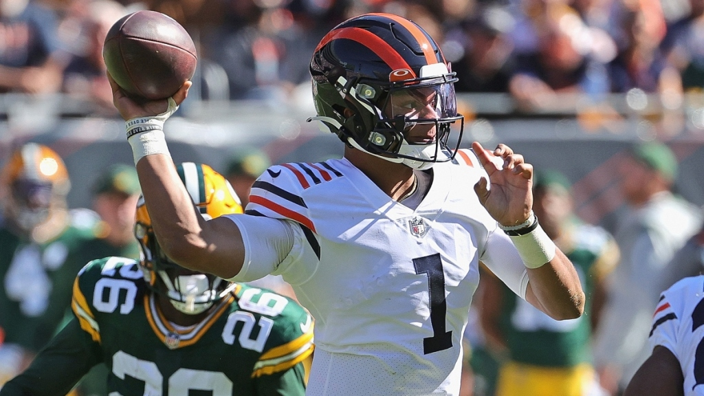 SportsLine Week 7 NFC North Picks: 'Justin Fields, Passing Game Just Isn't There Yet' For Bears, Says Larry Hartstein